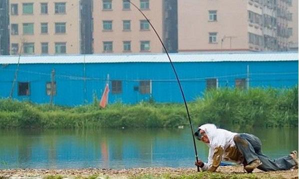 手竿遛鱼图解